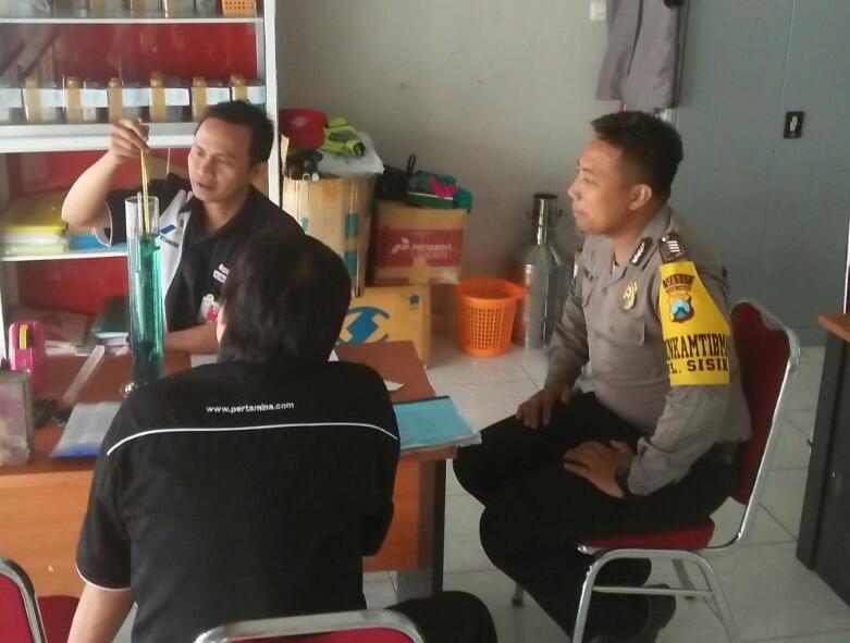 Bhabin Polsek Batu Kota Polres Batu Sambangi Petugas SPBU Diponegoro