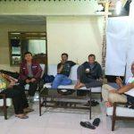 Bhabin Desa Pendem Polsek Junrejo Polres Batu Melakukan cangkrukan Dengan Kasun Desa Pendem.