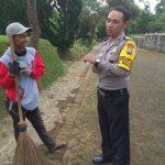 Satgas Kemitraan Bhabin Polsek Batu Polres Batu Sambang Tukang Kebun Villa Kusuma