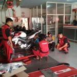 Bhabin Polsek Junrejo Polres Batu Lakukan Sambang Ke Bengkel Resmi Motor Yamaha