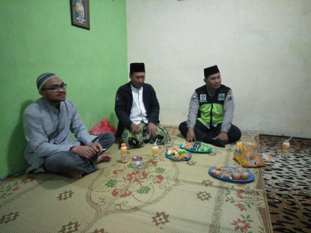 Bhabin Polsek Pujon Polres Batu Bersilaturohmi Dengan  Tokoh Agama