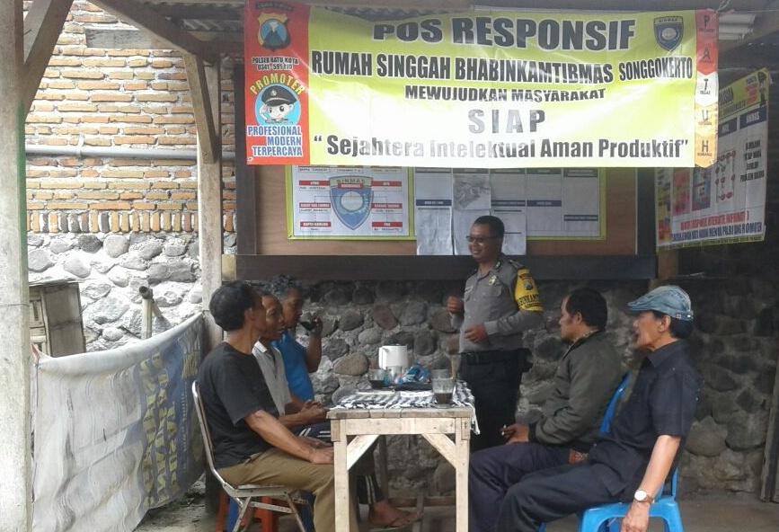 Pos Responsif Rumah Singga Bhabin Polsek Batu Polres Batu Memberikan Pesan Kamtibmas