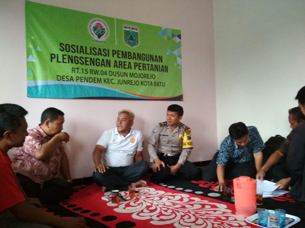 Bhabin Polsek Junrejo Polres Batu Hadiri Sosialisasi Pembangunan Plensengan di Desa