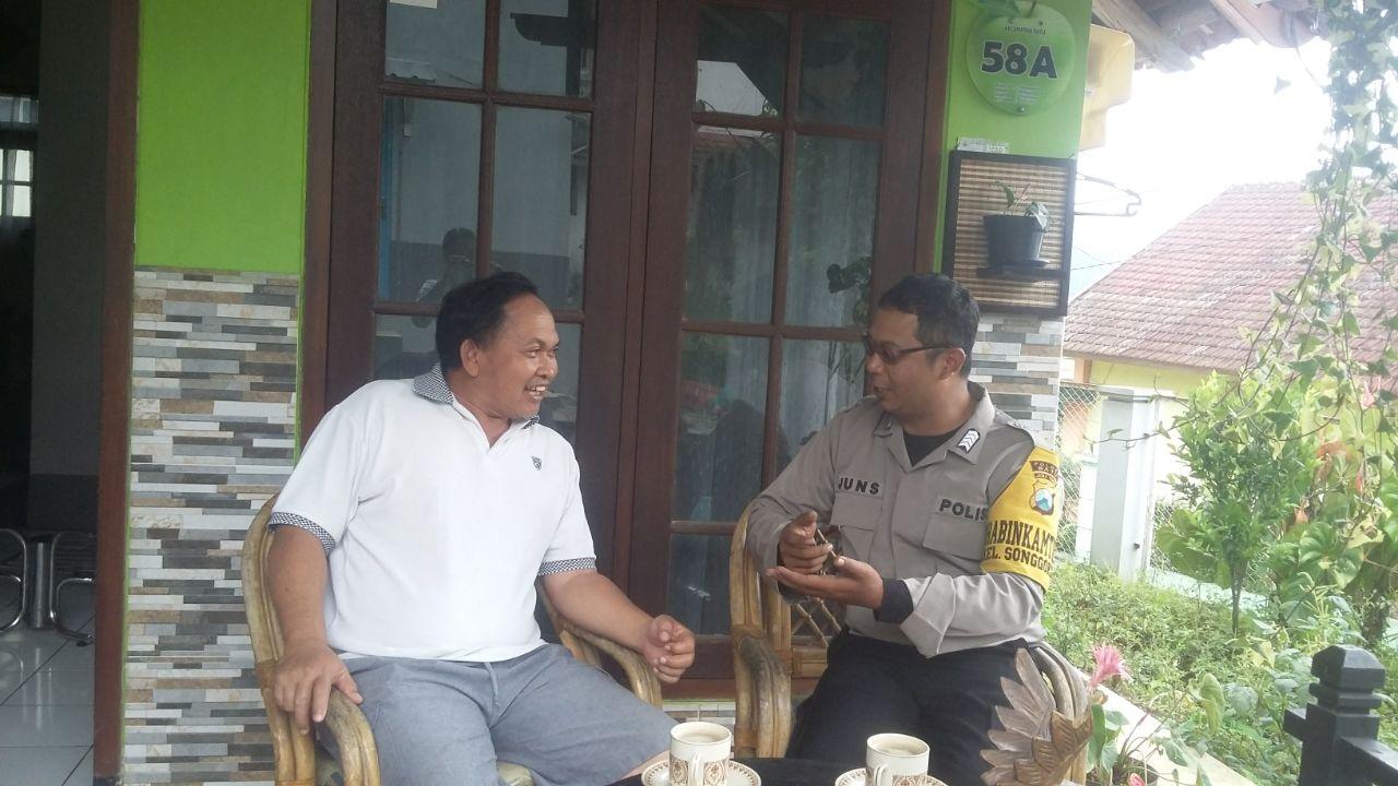 Bhabin Kelurahan Songgokerto Polsek Batu Polres Batu Tingkatkan Silaturahmi