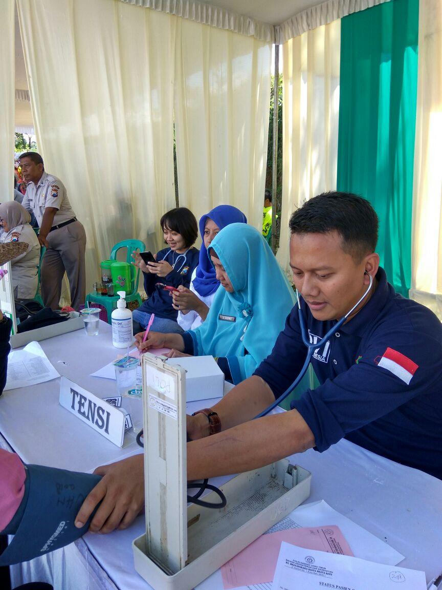 Polres Batu Bersama Dengan BNN dan Rumah sakit Bhayangkara Hasta Brata serta Komunitas Ngetril Malang Raya Melaksanakan Sunatan Masal dan Pengobatan Gratis