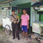Giat Sambangi, Bhabin Desa Pendem Polsek Junrejo Polres Batu Sambangi Warganya Sedang Sakit