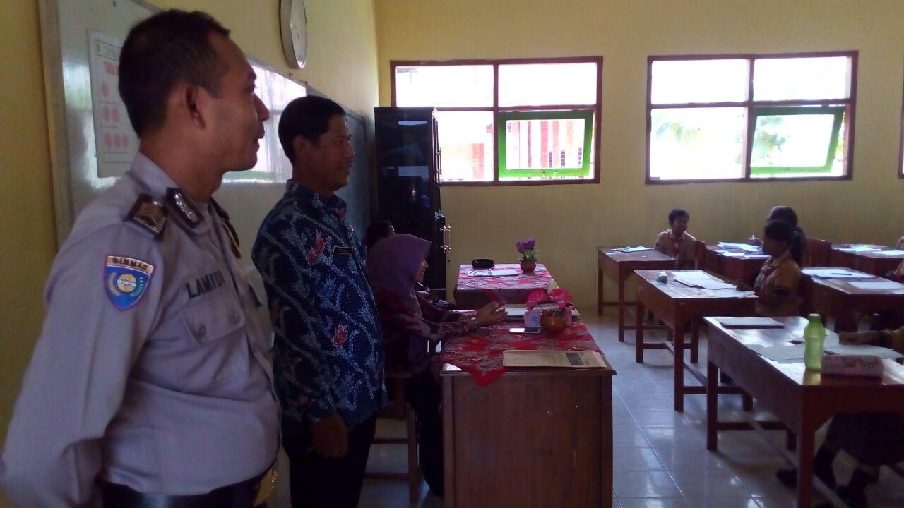 Giat sambang, Bhabinkamtibmas Desa Kasembon Polsek Kasembon Polres Batu Sambangmonitoring pelaksanaan UASBN tingkat SD/MI sederajat