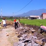 Bhabinkamtimas Desa Pendem Polsek Junrejo Polres Batu Sambangi Pembangunan Plengsengan