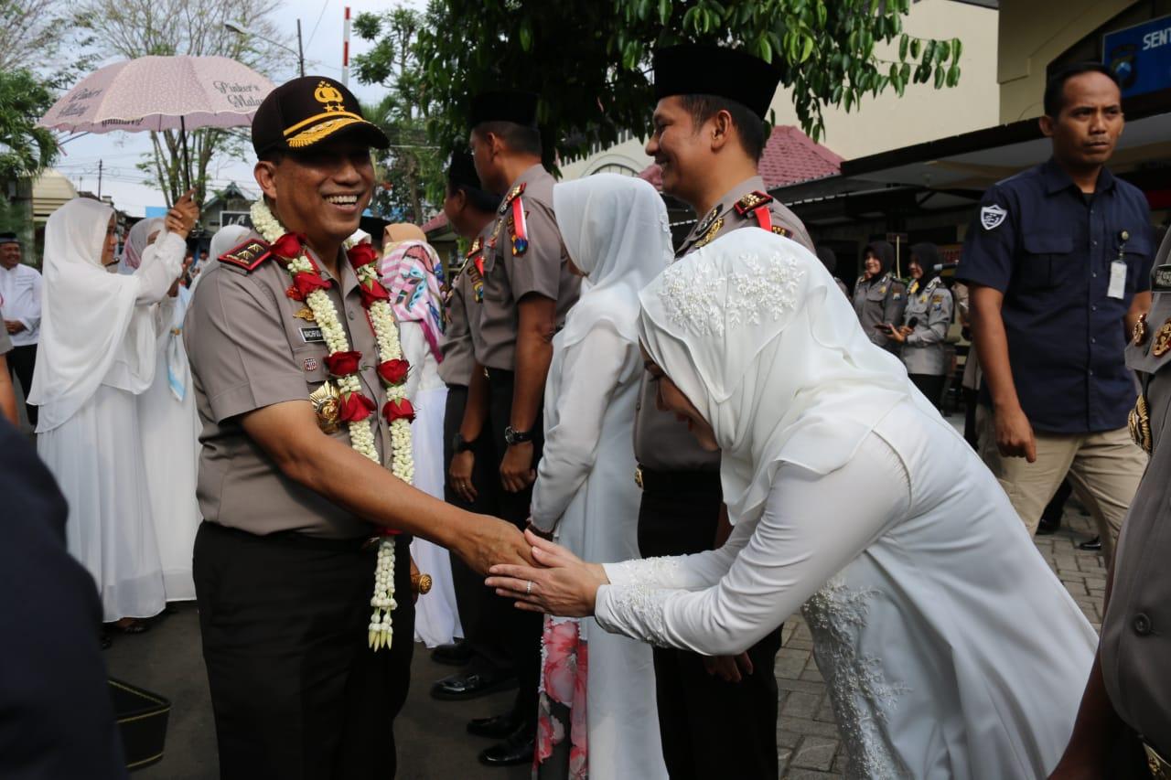 Kapolres Batu Beserta Ketua Bhayangkari Cabang Batu Hadiri Safari Ramadhan