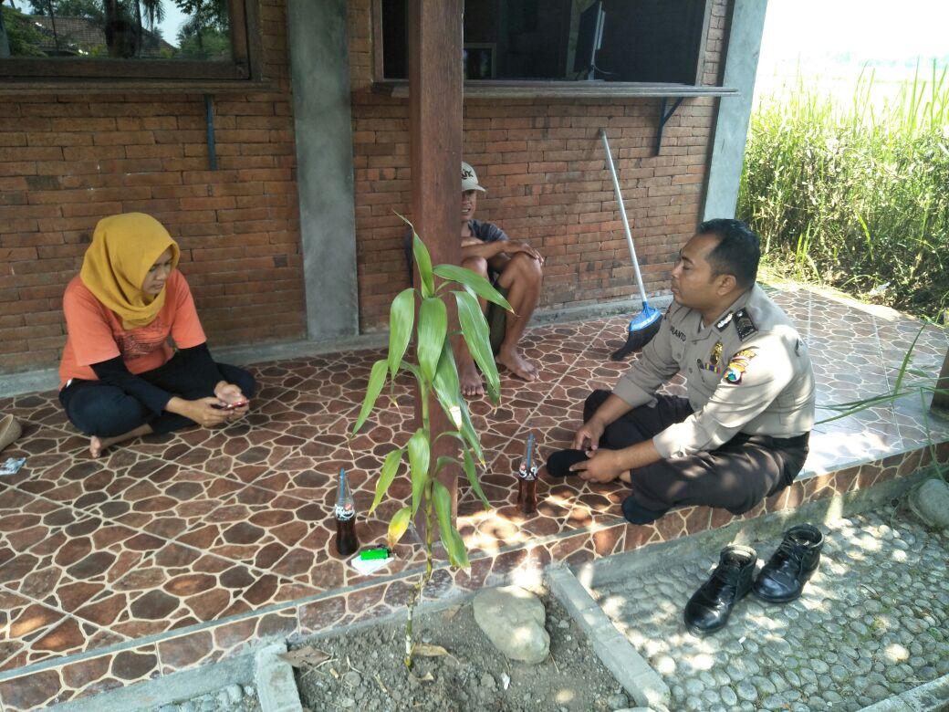 Bhabin Polsek Kasembon Polres Batu Sambang Ke warga