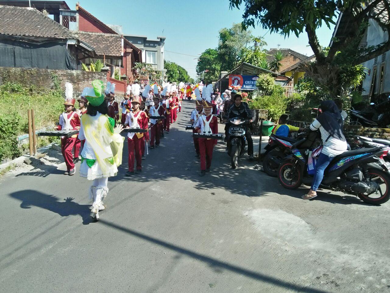 Anggota Polsek Junrejo Polres Batu Pam Pawai Ta`aruf Dalam Rangka Menyambut Romadhon