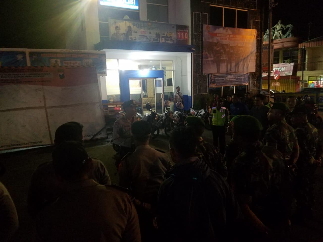 Polres Batu Berikan Pengamanan Solidaritas Dan Do`a Bersama Para Korban Bom Di Gereja Di Surabaya