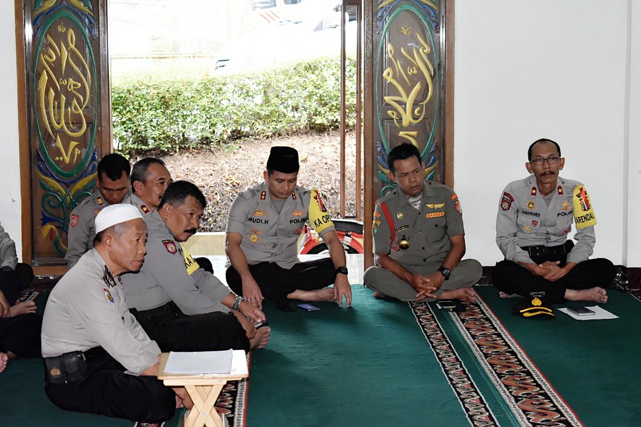 PC Bhayangkari menggelar Do`a Bersama di Masjid Roudlotul Amni Polres Batu