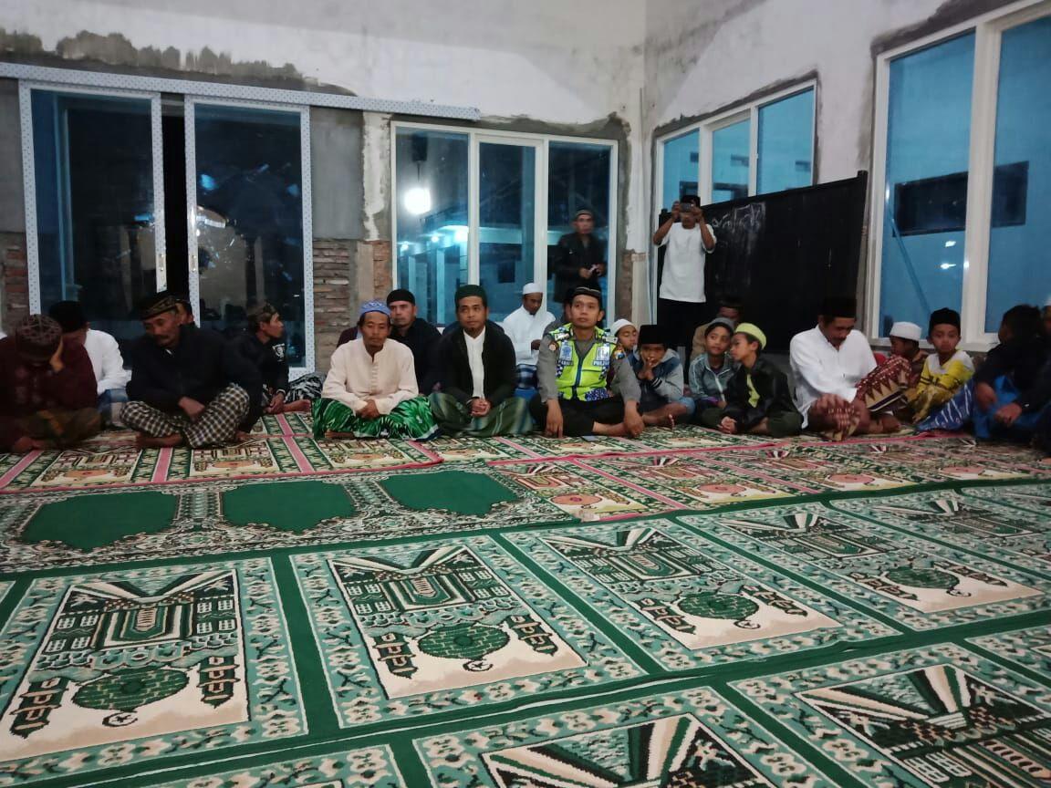 Bhabinkamtibmas Polsek Pujon Polres Batu Hadiri Kegiatan Safari Ramadhan