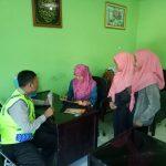 Kunjungi Karyawan Bhabin Desa Ngroto Polsek Pujon Polres Batu Sosialisasi Layanan Kepolisian