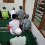 Polsek kasembon Polres Batu memakmurkan Masjid Melaksanakan Sholat Shubuh Berjamaah