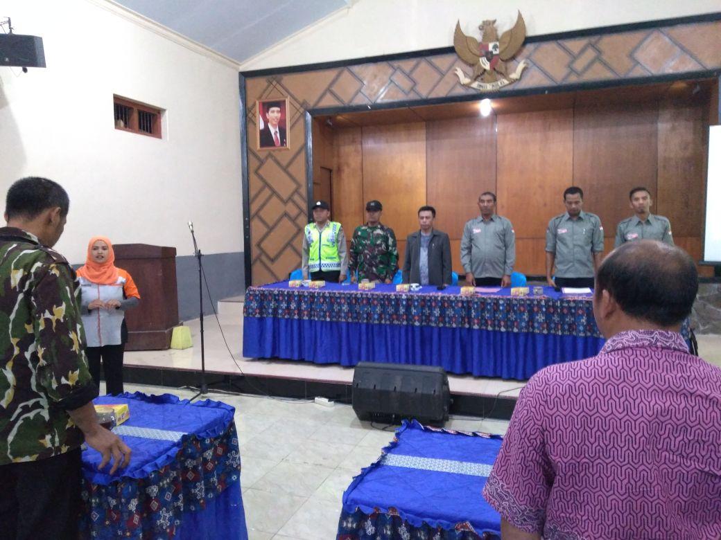Bhabinkamtibmas Desa Ngroto Polsek Pujon Polres Batu menghadiri Pelantikan KPPS