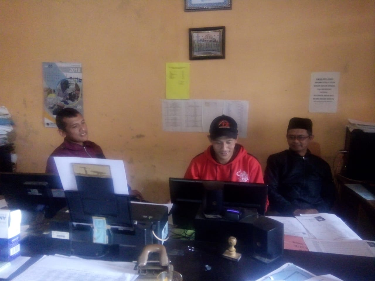 Sinergitas Bhabinkamtibmas Polsek Pujon Polres Batu Bersama Perangkat Desa Dalam Menjaga Harkamtibmas