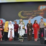 Kapolres Batu bersama Ketua Bhayangkari Cabang Batu Hadiri Gebyar Ketupat 2018