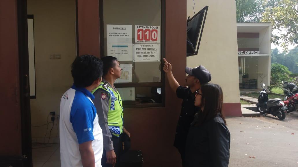 Sambangi Pos Wisata Coban Rondo Bhabinkamtibmas Polsek Pujon Polres Batu Sosialisasikan Pelayanan 110