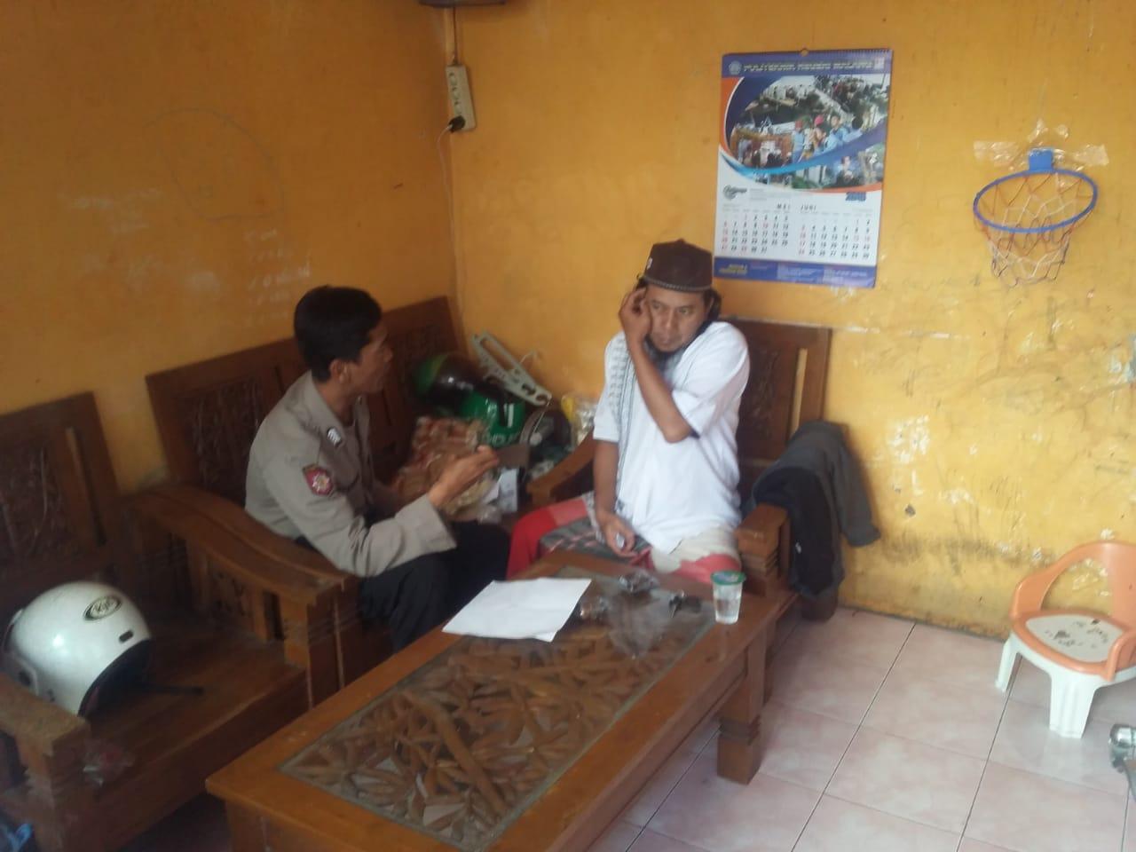 Bhabinkamtibmas Dadaprejo Polsek Junrejo Polres Batu melaksanakan sambang pada tokoh masyarakat