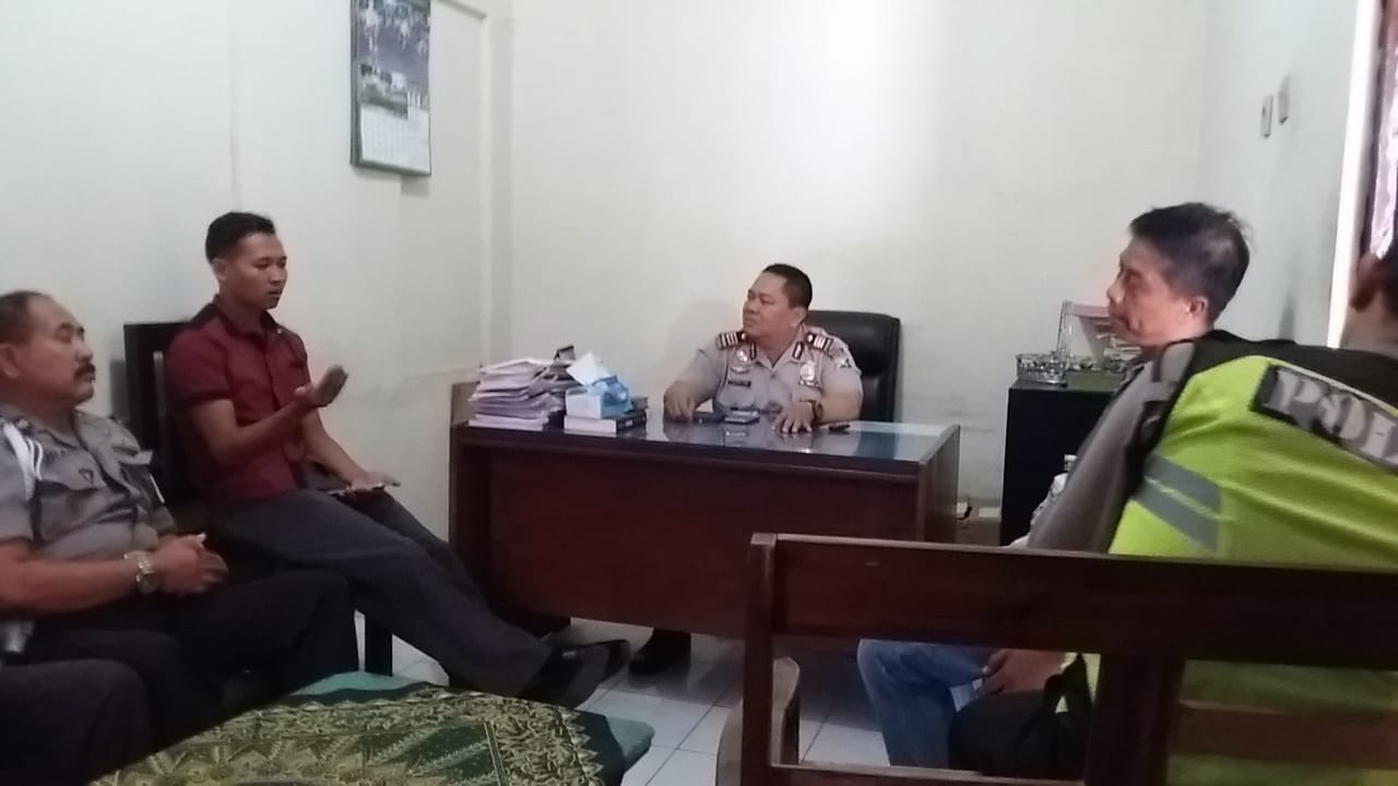 Kapolsek Kasembon memberikan Arahan tentang Pelayanan yang bebas Pungli