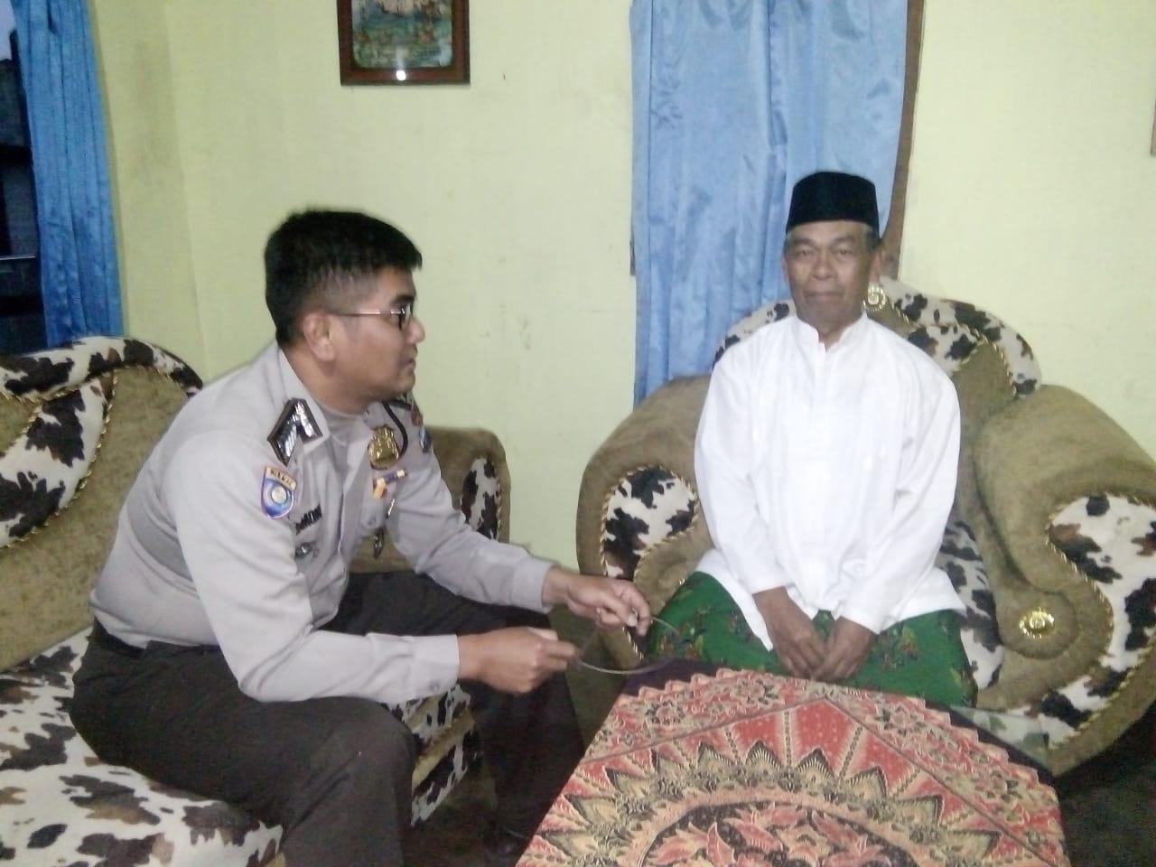 Bhabin Desa Tawangsari Polsek Pujon Polres Batu Sambang Warga Desa