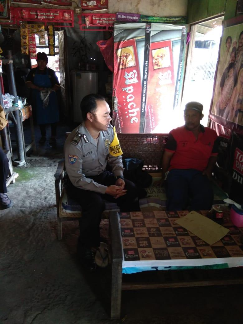 Anggota Bhabin Ngaglik Polsek Batu Kota Polres Batu Laksanakan Sambang Tingkatkan Kepercayaan Masyarakat Kepada Polri Mencegah Tangkal Masuk Dan Berkembangnya Paham Radikalisme Terorisme