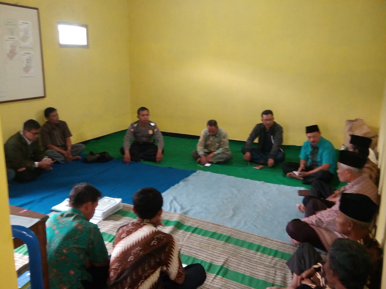 Anggota Bhabin Desa Pandesari Polsek Pujon Polres Batu Jalin 3 Pilar Untuk Rapat Koordinasi Dengan BPD