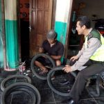 Bhabinkamtibmas Polres Pujon Sambang Dan Silaturahmi Warga Tambal Ban