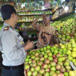 Giat Sambang, Kapolsek Pujon Polres Batu Sambangi Pedagang Buah Di Pasar Wisata Dewi Sri