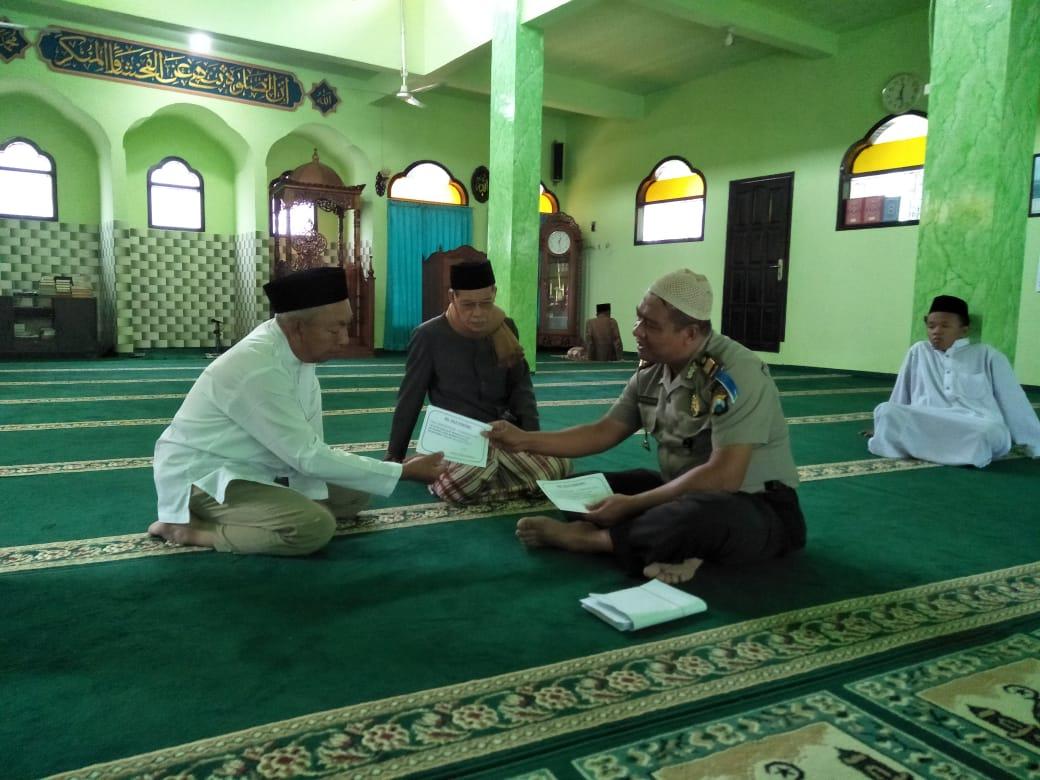 Kapolsek Bumiaji Memberikan Sosialisasi Call center 110 setelah Jum`atan di Masjid Noor Acmad Bumiaji
