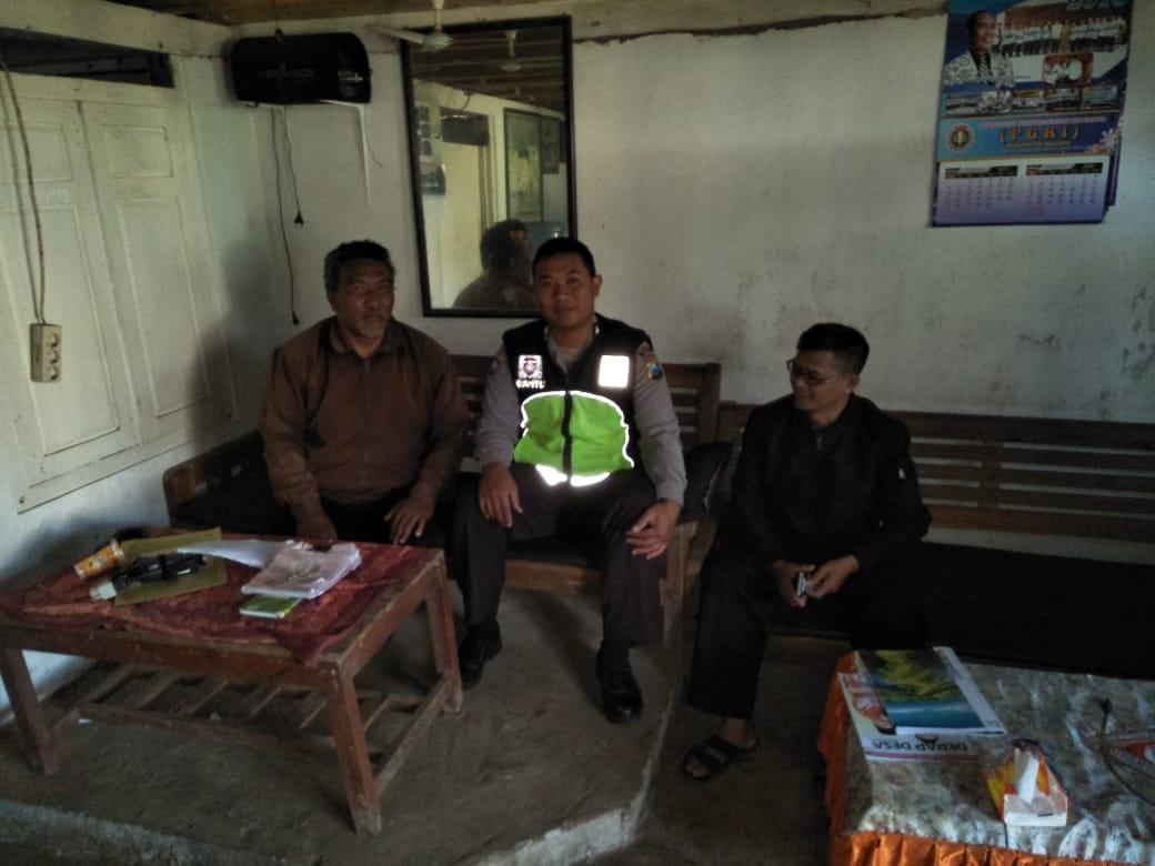 Bhabin Polsek Pujon Polres Batu Sambang Kamtibmas Dan Silaturahmi Lebaran Kepada Tokoh Masarakat Desa Wiyurejo