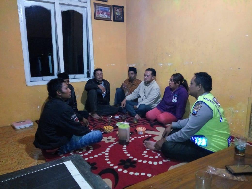Bhabin Polsek Pujon Polres Batu Selesaikan Masalah ( Problem Solving ) Warga Desa Sukomulyo