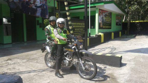 SINERGITAS TNI-POLRI, Polsek Ngantang Polres Batu PATROLI R2 BERSAMA TNI JAGA OBYEK WISATA SELOREJO