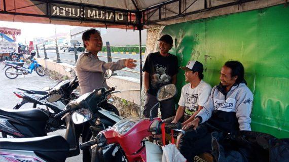 Tingkatkan Pengamanan Bhabinkamtibmas Kelurahan Temas Polsek Batu Kota Polres Batu Sambang Tempat Parkir