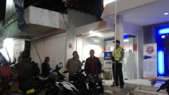 Tingkatkan Keamanan, Kanit Sabhara Polsek Ngantang Polres Batu Patroli Malam Minggu