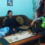 Giat Sambang Tokoh Masyarakat, Anggota Bhabinkamtibmas Polsek Pujon Polres Batu Sambang Ke Ketua RT