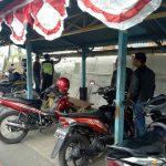 Sambut HUT R.I Ke 73 Bhabinkamtibmas Desa Oro Oro Ombo Polsek Batu Kota Polres Batu Bersama Warga Percantik Pangkalan Ojek