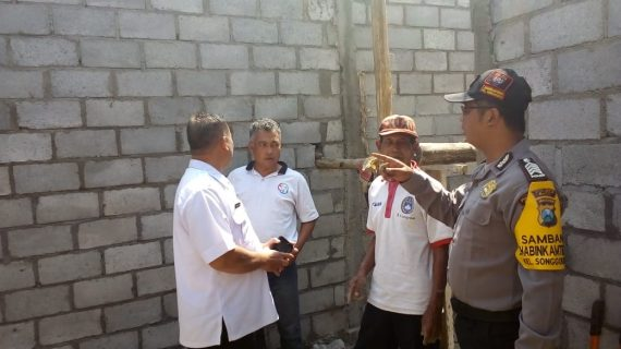 Giat Patroli Sambangdan serap aspirasi di tingkat bawah, Bhabinkamtibmas Kelurahan Songgokerto Polsek Batu Kota Polres Batu Kunjungan Pembangunan Bedah Rumah Warga