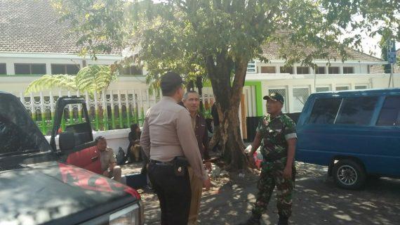 Bhabinkamtibmas Kelurahan Sisir Polsek Batu Polres Batu Sambang Dan Pam Penataan PKL Alun Alun Kota Batu