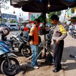 BHABIN TEMAS POLSEK BATU SATGAS MITRA SAMBANG JURU PARKIR SOSIALISA LAYANAN ANDROID APEL BATU