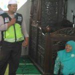 Kegiatan Bintibluh Dan Kemakmurn Masjid Binmas Polsek Batu Kota Dengan Para Santri Ponpes Darusholihin