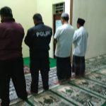 Anggota Polsek Junrejo Melaksanakan Sholat Subuh Berjamaah