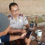 Kapolsek Pujon Mensosialisasikan Aplikasi Apel Batu Kepada Masyarakat di Wisata Pujon