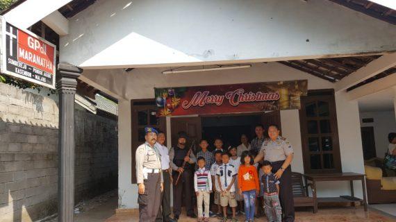 Polsek Kasembon Melaksanakan Pengamanan Misa di beberapa Gereja di Kasembon
