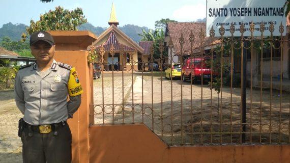 Kapolsek Ngantang Memimpin Pelaksanaan Ibadah Gereja