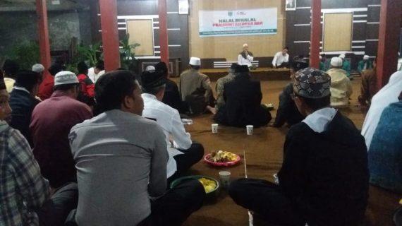 Anggota Polsek Junrejo menghadiri Halal Bihalal Bersama Toga dan Tomas Di Balai desa Junrejo