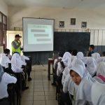 Binluh dan sosialisasi tentang bahaya narkoba , anggota Binmas Polsek Ngantang kunjungi Pelajar SMA Islam