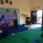 Kanit Binmas Polsek Junrejo dan anggota Bhabin laks binluh di SMA Bilingual Dadaprejo Junrejo kota Batu.